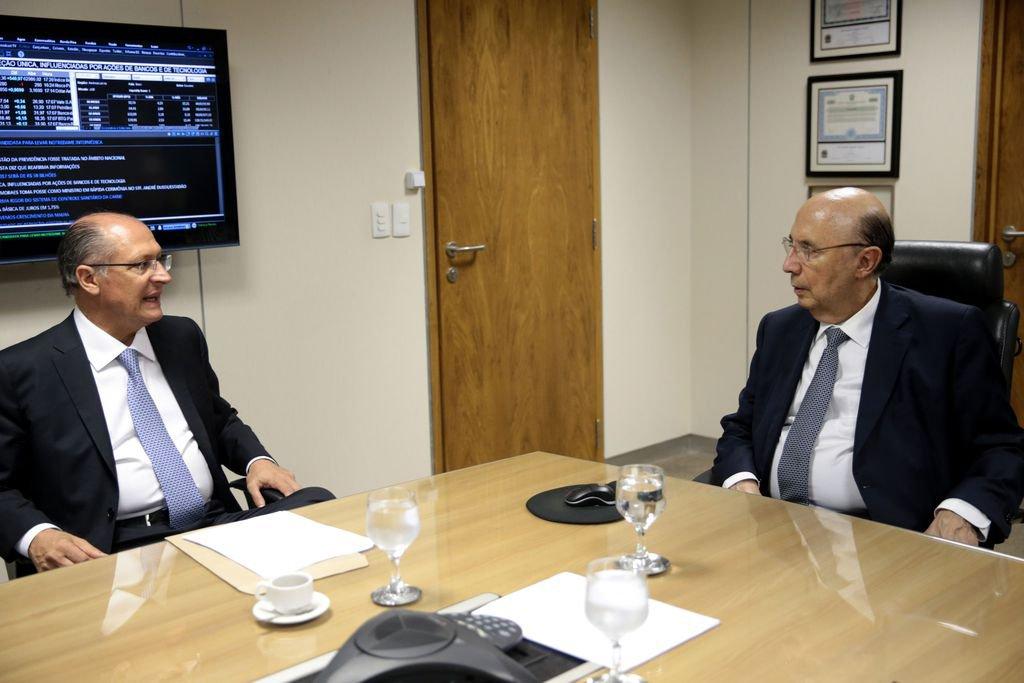 Brasília - Governador de São Paulo, Geraldo Alckmin, durante reunião com o ministro da Fazenda, Henrique Meirelles (Wilson Dias/Agência Brasil)