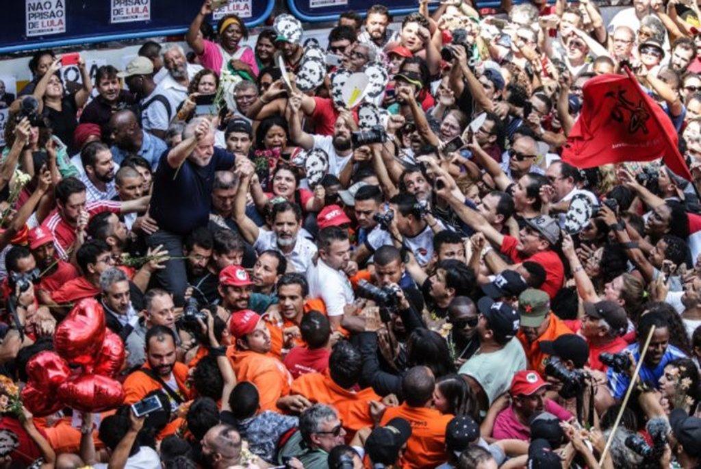 Mesmo que Lula permaneça preso e que nenhum tucano sofra as mesmas consequências, a mensagem de Lula deu certo. Mesmo com as críticas que existem ao PT, o plano lulista e o projeto de poder popular funcionaram. Se não tivessem funcionado, São Bernardo não teria fervido naquela sexta e naquele sábado quentes de abril
