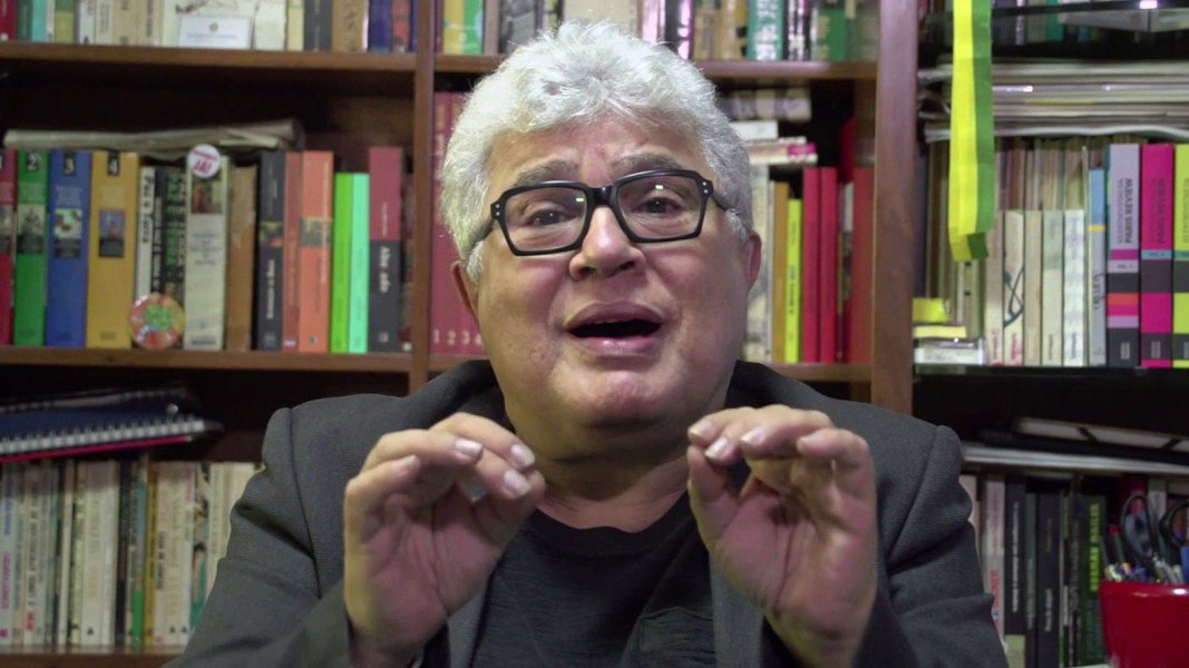 """O jornalista Ricardo Noblat, que tem sido crítico contumazdo PT e de Lula, postou um vídeo em sua conta do twitter, no qual sua neta (uns três anos) grita """"Lula livre"""". """"Como diria Gilberto Carvalho, é uma prova da evolução da espécie"""", comentou Noblat. O vídeo teve 37 mil visualizações em 21 horas"""