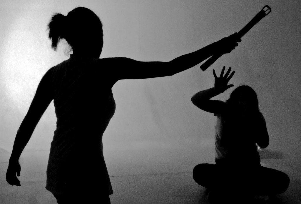 Principal meio para comunicar violações de direitos humanos no país, o Disque 100 recebeu 142.665 denúncias no último ano, número superior às 133.061 registradasem 2016; violações contra crianças e adolescentes lideram a lista de denúncias, seguidas por violações contra idosos e pessoas com deficiência