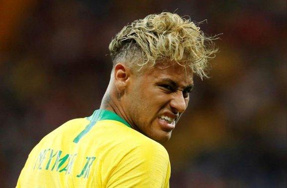 Houve um tempo em que torcer pela Seleção brasileira era o que havia de melhor. Claro, estou pensando nas nossas antigas Seleções. Elas pareciam sobre-humanas, forças sobrenaturais envergando o manto verde-amarelo