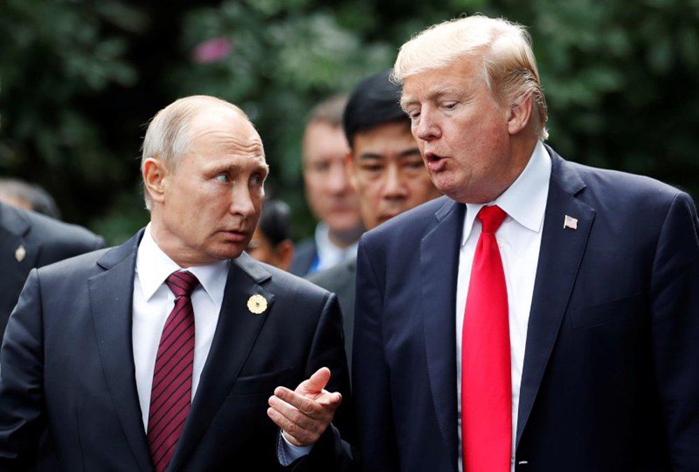 Presidente dos EUA, Donald Trump, e presidente da Rússia, Vladimir Putin 11/11/2017 REUTERS/Jorge Silva