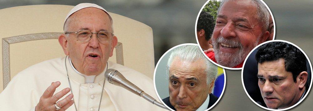 """O jornalista Alex Solnik avalia o caráter progressista do pontífice; """"O Papa quis fazer um gesto em relação a Lula, e ele, como chefe de Estado, não pode dar uma declaração oficial em defesa do ex-presidente, então fez isso por intermédio do advogado e consultor Juan Grabois""""; no Boa Noite 247 desta quarta, ele e o jornalista Paulo Moreira Leite também comentaram a decisão de Temer de nomear um militar para o ministério da Defesa; assista"""