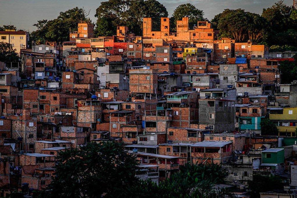 Construído em diálogocom a sociedade civil, o Plano Diretor Estratégico de São Paulo foi aprovado em 2014 e, no ano passado, ganhou o prêmio ONU-Habitat, que celebra práticas inovadoras que auxiliam na construção de cidades mais humanas; mesmo assim, a gestão do ex-prefeito João Dória (PSDB), que segue sob o vice Bruno Covas (PSDB),anunciou a revisão da Lei de Zoneamento