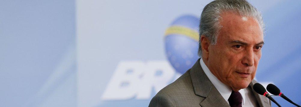 A presidência da República fará uma licitação para contratar uma empresa que permita usar o celular durante viagens dos aviões que atendem ao Palácio do Planalto; o preço máximo é de R$ 2,7 milhões para um ano de contrato