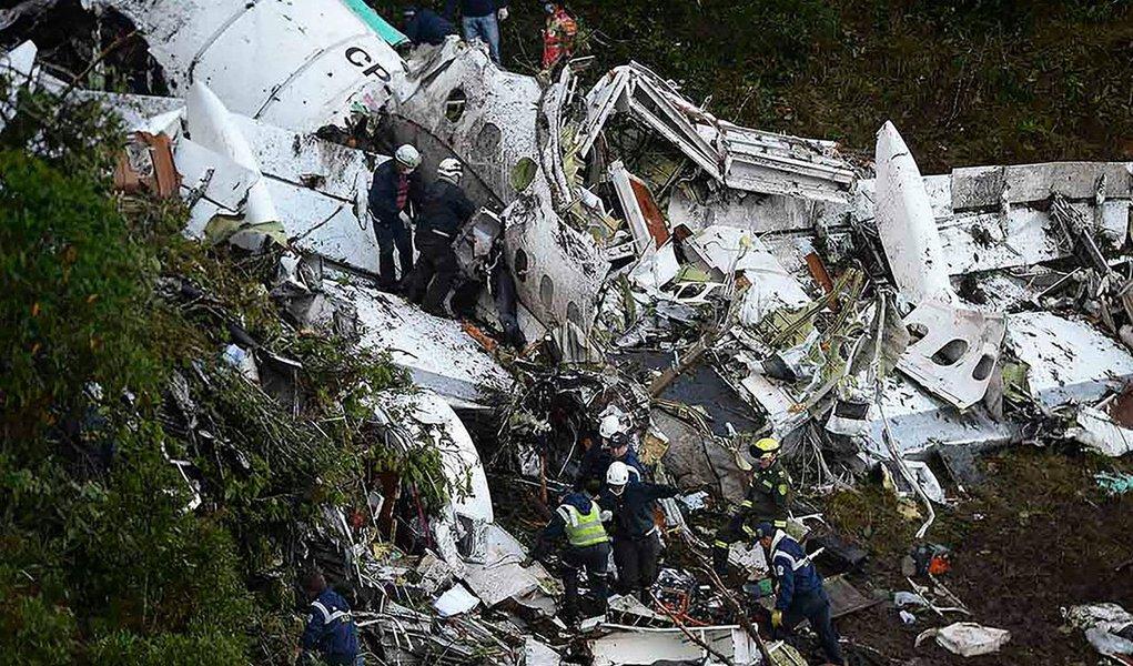 De acordo com Aeronáutica Civil da Colômbia, 40 minutos antes do acidente aéreo com jogadores da Chapecoense, em 2016, deixando 71 mortos, a aeronave já estava em emergência e a tripulação nada fez, mesmo tendo indicação na cabine, como luz vermelha e avisos sonoros