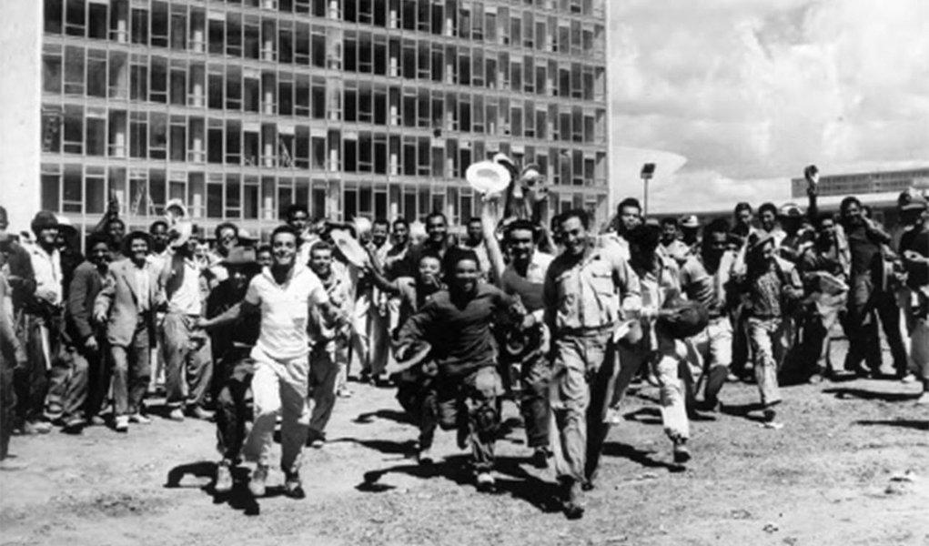 Hoje, os filhos e netos daqueles que se felicitaram com a inauguração da cidade, e foram enxotados logo em seguida, voltam à Esplanada, 58 anos depois. De cabeça erguida