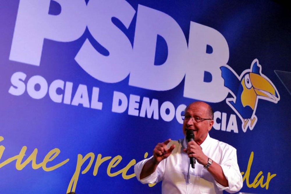 """Tribunal Superior Eleitoral (TSE) determinou que partidos devolvam mais de R$ 13,3 milhões aos cofres públicos em virtude de irregularidades na aplicação de recursos do Fundo Partidário em 2012, aponta levantamento feito pelo """"Estado de S.Paulo"""" nas prestações de contas de 30 siglas; o campeão é o PSDB (R$ 5,4 milhões), seguido por PT (R$ 1,53 milhão), DEM (R$ 1 milhão), PMN (R$ 922 mil) e PP (R$ 726 mil)"""