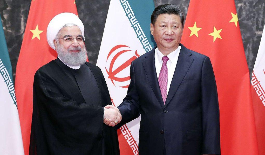 新华社照片,青岛,2018年6月10日 习近平同伊朗总统鲁哈尼举行会谈 6月10日,国家主席习近平在青岛同伊朗总统鲁哈尼举行会谈。 新华社记者丁林摄