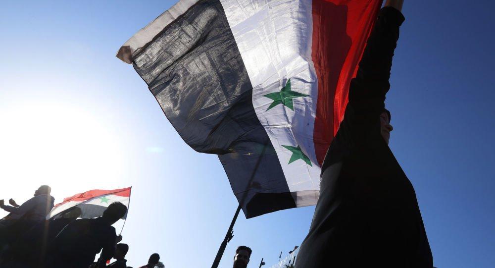 Os EUA, a França e o Reino Unido apresentaram no Conselho de Segurança da ONU um novo projeto de resolução sobre a Síria para investigar o suposto uso de armas químicas no país árabe, informou o jornal Liberation