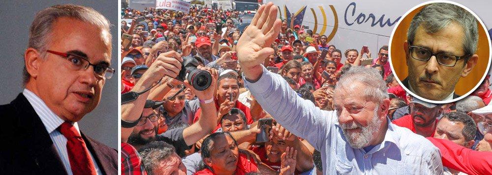 O instituto Vox Populi, comandado pelo sociólogo Marcos Coimbra, registrou uma nova pesquisa sobre sucessão presidencial. Ao contrário do Datafolha, que faz simulações com vários nomes alternativos do PT e até sem nenhum candidato petista, Coimbra ressalta que o PT já tem uma candidatura oficializada, que é a do ex-presidente Lula. Como a prisão não impede que ele seja candidato, Lula será testado em todos os cenários. O PT deve registrar a candidatura Lula no dia 15 de agosto e a presidente do partido, senadora Gleisi Lula Hoffmann (PT-PR), diz que à Folha não cabe tentar substituir a Justiça Eleitoral