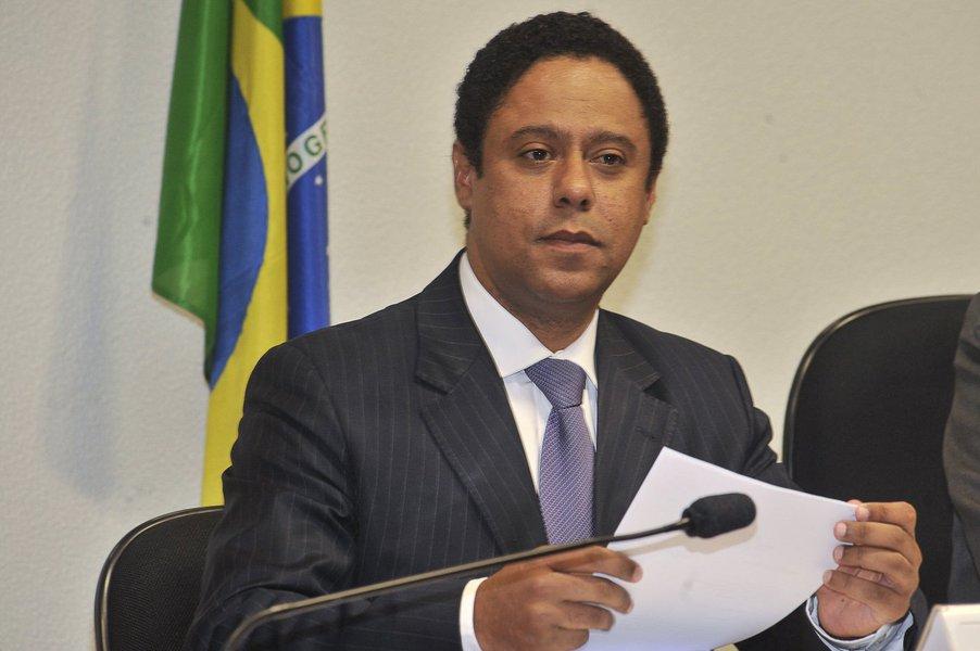 """Para o deputado federal Orlando Silva (PCdoB-SP), ao decidir apresentar-se à PF, o ex-presidente Lula atua """"para reestabelecer uma harmonia no país, interrompendo esse ciclo de radicalização""""; """"A decisão [de condená-lo] será revertida quando o julgamento for feito em instâncias superiores. Nós acreditados que foi, sim, um processo cheio de imprecisões, um processo viciado, e a convicção que ele tem, e que nós temos, é que haverá uma revisão dessa decisão no âmbito superior da Justiça"""", acrescentou"""
