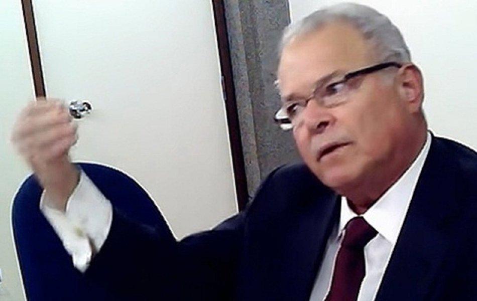 Com a empresa sob risco de recorrer a recuperação extrajudicial se não conseguir R$ 2,5 bi emprestados nos próximos dias, Emilio Odebrecht comanda nesta sexta-feira (27), em Salvador, a última reunião como presidente da empresa fundada por seu pai, cumprindo acordo de sua delação premiada
