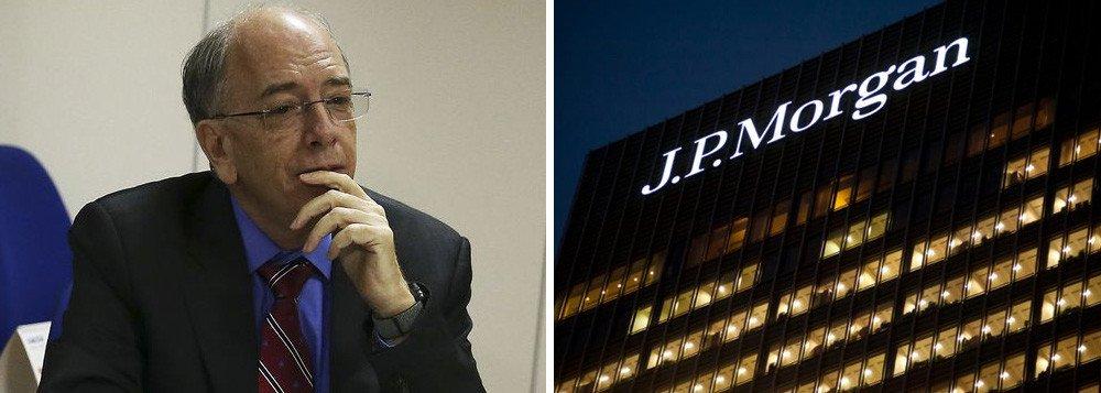 A Comissão de Ética Pública da Presidência enviou um oficio à Petrobras e ao ex-presidente da empresa, Pedro Parente, pedindo explicações sobre reportagens na imprensa que relatam supostas irregularidades no empréstimo feito pela Petrobras ao Banco JP Morgan; sob o comando de Parente, a Petrobras realizou pagamento de R$ 2 bilhões ao banco JP Morgan por um empréstimo que venceria apenas em 2022; no Brasil, o banco é presidido por José Berenguer, que é sócio de Pedro Parente, segundo o jornalista Filipe Coutinho