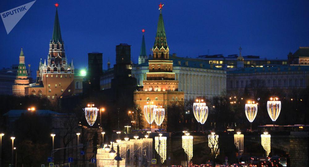 """Comentando as declarações de Washington, o vice-chanceler russo Sergei Ryabkov afirmou que os EUA """"mostram uma indisfarçada agressão econômica"""" em relação à Rússia e prometeu que Moscou não tardará a tomar medidas de resposta"""