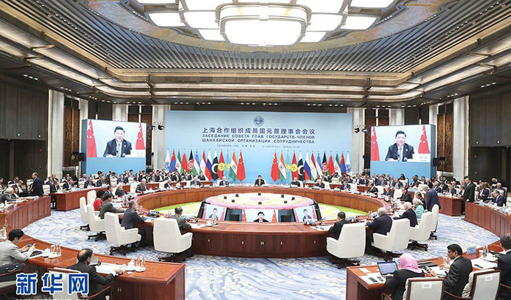 Líderes dos países membros da Organização de Cooperação de Xangai (OCX) emitiram uma declaração no domingo (10) ao final da reunião de cúpula anual realizada na cidade litorânea chinesa de Qingdao; reunião é mais um passo diplomático da China na construção de uma nova ordem mundial