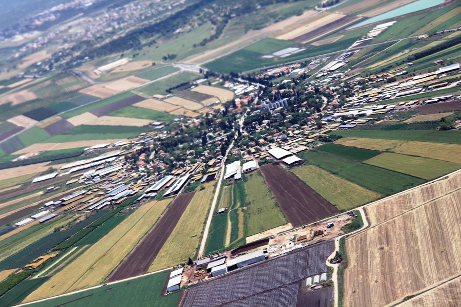 A experiência das fazendas coletivas em Israel, talvez tenha sido o mais próximo do socialismo utópico que a humanidade já conheceu. Estes assentamentos, além do acolhimento de novos imigrantes revolucionaram a forma como os judeus eram vistos desde muitos séculos