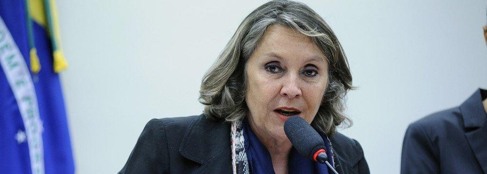 """Deputada Erika Kokay (PT-DF) também afirmou que a """"maioria da sociedade brasileira é contra as privatizações e defende que a #EletrobrasPublica sirva ao Brasil e não aos interesses de empresas estatais estrangeiras!""""; """"Defender a @Eletrobras é defender a soberania nacional! #EletrobrasPublica"""""""