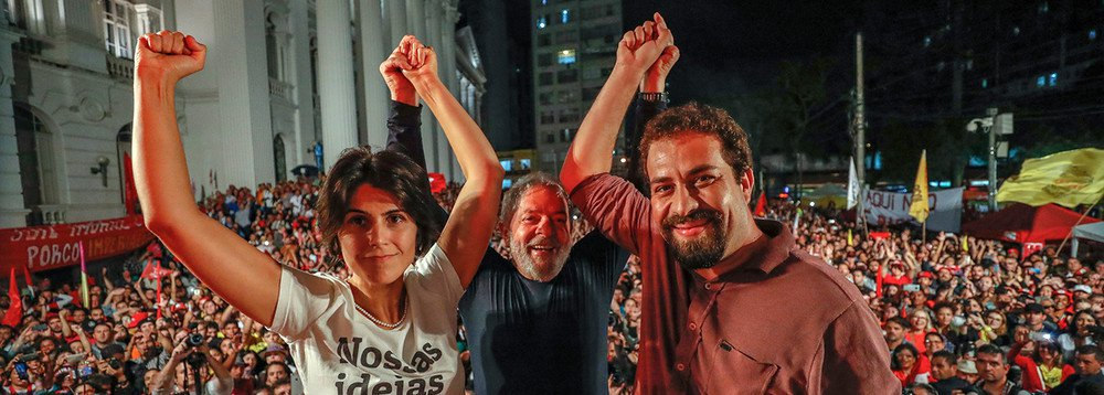 """""""Na nova encruzilhada histórica que vive o Brasil há um lado a escolher, o da luta pela democracia, os direitos do povo, a soberania nacional. E um método a adotar, o da resistência, da união e da luta, sem tréguas nem concessões, contra inimigos que pretendem instaurar uma ditadura, impedir o progresso social e submeter o país ao imperialismo"""", diz o colunista Jose Reinaldo Carvalho; """"Nas opções que a esquerda fizer em face da atual encruzilhada histórica é necessária a convicção de que não haverá travessia fácil, nem retilínea , nem abrupta"""""""