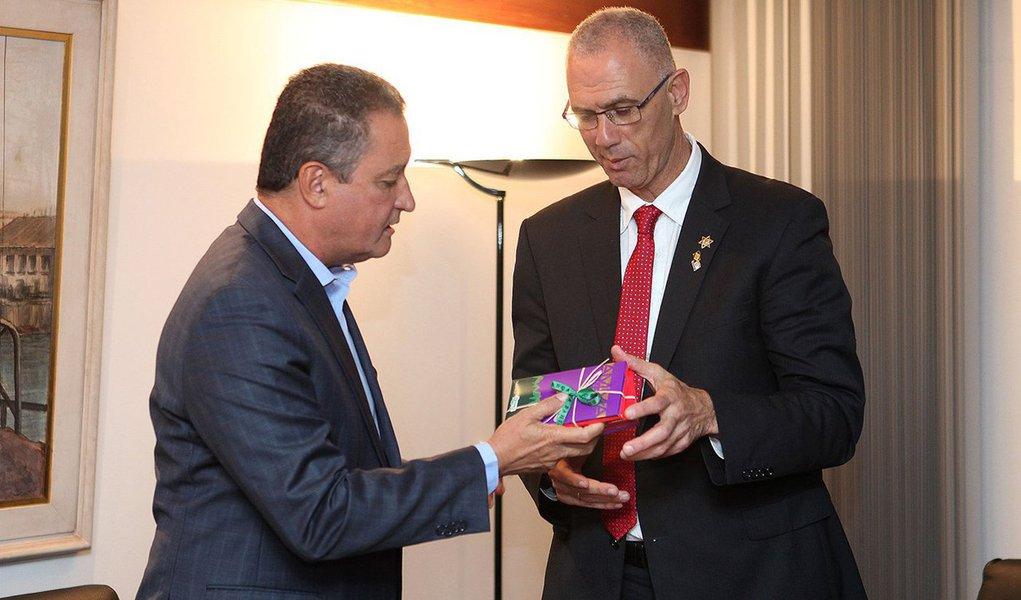O governador Rui Costa, se reúne com Yossi Shelley, embaixador de Israel. fotos: Mateus Pereira/GOVBA