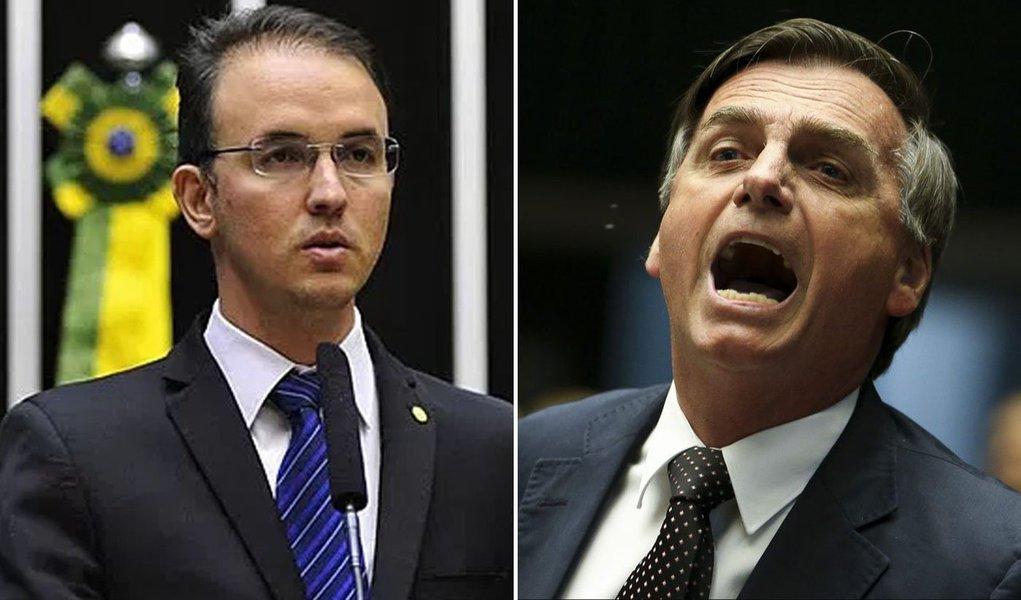 """Em discurso na tribuna da Câmara, o deputado Leo de Brito Lula (PT-AC) questionou nesta quarta-feira (2) se o pré-candidato à presidência pelo PSL, Jair Bolsonaro, tem relação com o atentado a tiros contra o acampamento em Curitiba que pede a liberdade de Lula; """"Uma pessoa chegou ao acampamento e falou: 'Bolsonaro 2018'. Aliás, eu quero fazer uma pergunta aqui para o pré-candidato deputado Jair Bolsonaro, se ele está por trás e se ele compactua com esse tipo de ação criminosa, esse tipo de ação terrorista, esse tipo de ação antidemocrática"""""""