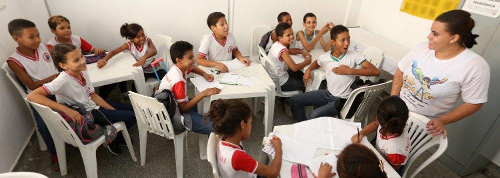 O sucateamento da educação e o grande desprezo e descaso com os professores fazem parte de uma estratégia de manutenção do poder por parte das elites dominantes.É necessário entender que o que está em risco é um projeto de Brasil