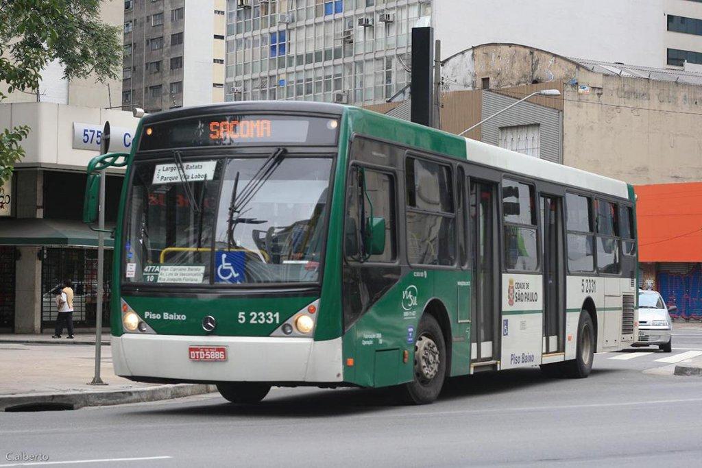 A Prefeitura de São Paulo publicou as regras da reestruturação do sistema de ônibus municipais; o projeto prevê redução de 146 linhas de coletivos da capital e uma diminuição de 646 veículos em operação; atualmente, são 1.193 linhas e 13.591 coletivos em operação