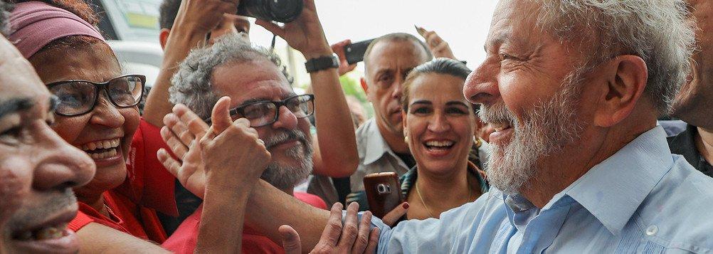 Se Lula não voltasse a ser o líder de pesquisas de intenção de votos, não seria o alvo de ataques tão ferozes dos grandes meios de comunicação e de um judiciário cúmplice dessa perseguição. Se Lula tivesse preferido ficar em casa, como ex-presidente de maior popularidade na história do Brasil, poderia estar nesse momento gozando de sua liberdade