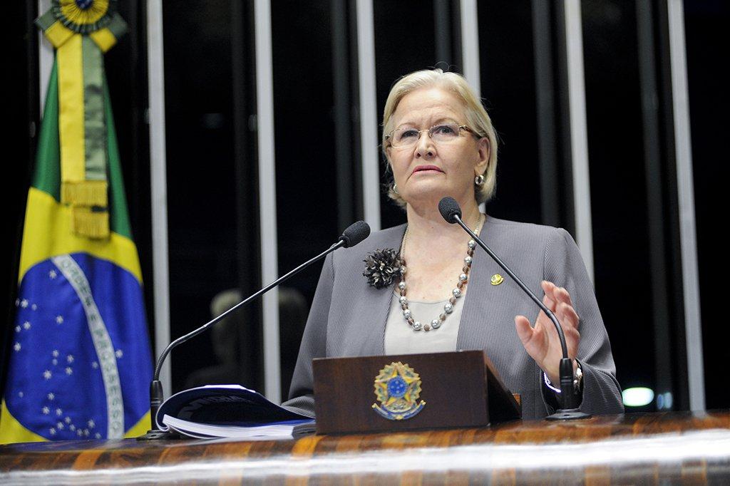 """JornalistaMarco Aurelio Weissheimer, no blog rsurgente, avalia que a senadora Ana Amélia Lemos (PP-RS) """"vem flertando abertamente com a extrema-direita gaúcha que saiu definitivamente do armário"""""""