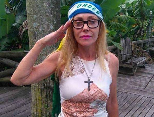 A senhorinha chorosa percebeu que intervenção militar só é boa quando é pros outros. Aquela senhorinha que outrora apontara a bandeira do Japão como um símbolo comuna, mostrava o braço ralado e clamava a presença do mito: onde está o capitão Bolsonaro?