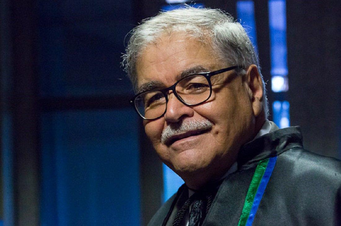Entrega do título de Professor Emérito ao Prof. Venício Artur de LIma, professor aposentado do Instituto de Ciências Políticas. Ele também foi professor da Faculdade de Comunicação.