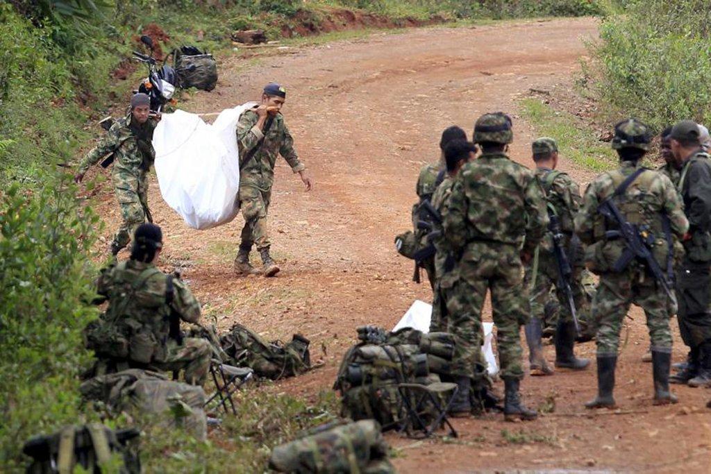 Segundo o ministro de Defesa da Colômbia, Luis Carlos Villegas, alguns dos ex-guerrilheiros se dedicam ao narcotráfico e mineração ilegal com vínculos estreitos com facções criminosas brasileiras; grupos dissidentes das Forças Armadas Revolucionárias da Colômbia (Farc) já contam com 1.200 integrantes