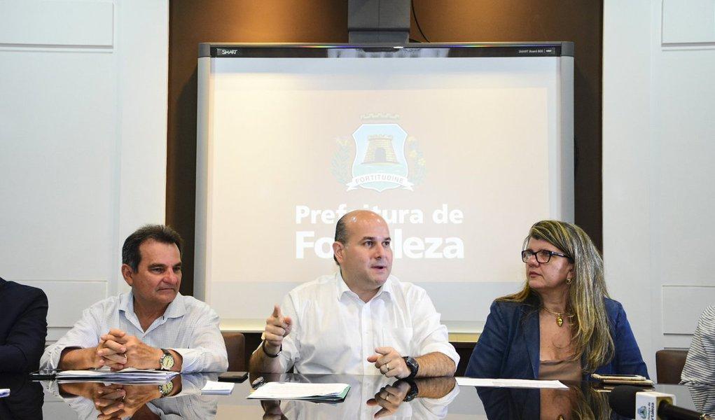 O prefeito Roberto Cláudio (PDT) anunciou concurso público para a Rede de Atenção à Saúde Mental (Raps) de Fortaleza. Ao todo serão 129 vagas, distribuídas para médicos psiquiatras, clínicos e neurologistas, enfermeiros, psicólogos e terapeutas ocupacionais. O certame será encaminhado nesta quinta-feira (3/5) para a aprovação na Câmara Municipal e a expectativa é que o edital, elaborado pelo Imparh, seja lançado até o mês de julho