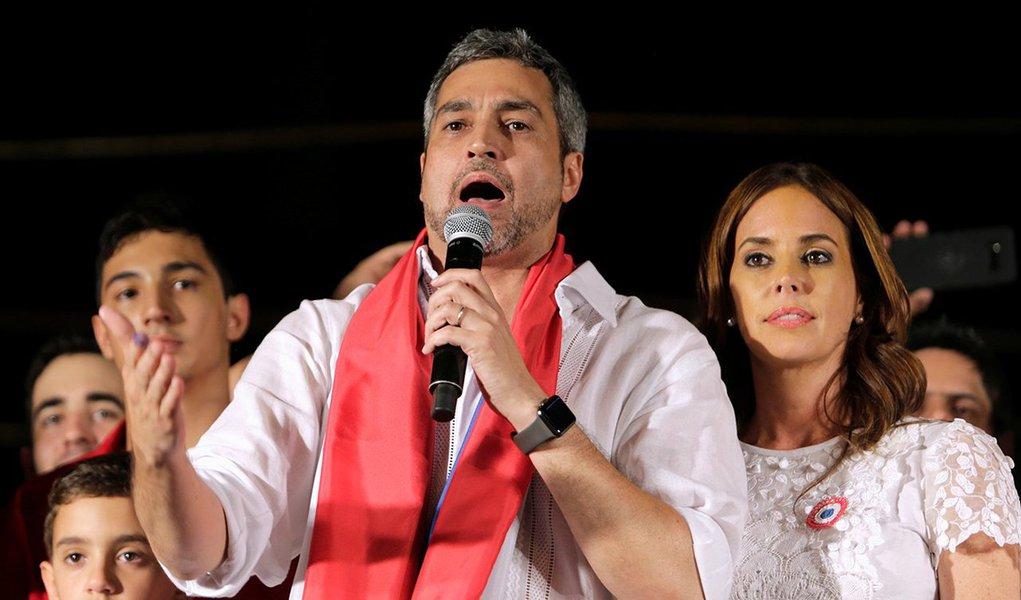 Presidente eleito do Paraguai, Mario Abdo Benítez, discursa para simpatizantes em Assunção 22/04/2018 REUTERS/Mario Valdez