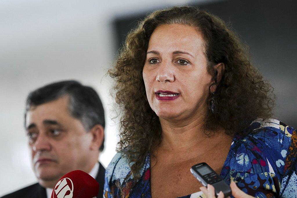 Brasília - A Deputada Jandira Feghali durante entrevista de parlamentares que apoiam o governo após encontro com a Presidenta Dilma Rousseff (Marcelo Camargo/Agência Brasil)