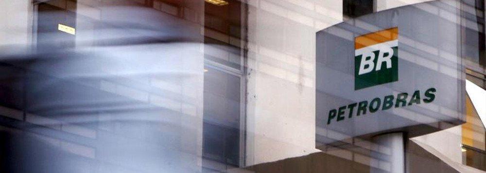 """Em dezembro de 2017, a BR Distribuidora, considerada a """"joia da coroa"""" do plano de desinvestimentos da Petrobras, teve seu capital aberto num IPO (do inglês: oferta pública inicial) no qual foram vendidos 27,85% das ações pertencentes à Petrobras, sendo 60% da venda para investidores estrangeiros"""