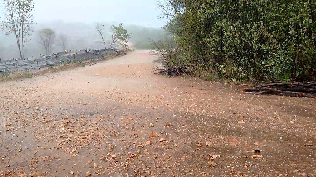O mês de abril começou com chuva em todas as regiões do Ceará. Três municípios, registraram precipitações acima de 100 mm: Caririaçu - 134.0 mm; Várzea Alegre - 114.0 mm; Granjeiro - 110.0 mm.Segundo a Funceme, a previsão para hoje é denebulosidade variável com eventos de chuva em todas as regiões do estado