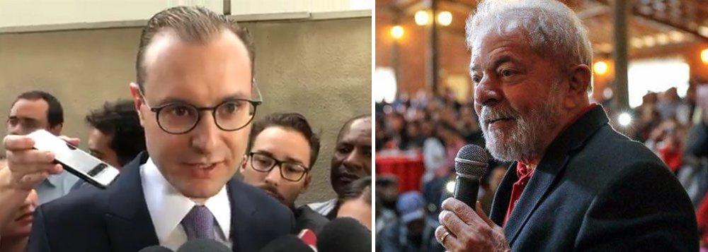 """O advogado Cristiano Zanin Martins afirmou na tarde desta quinta-feira, 5, que não há risco iminente de prisão do ex-presidente Lula, após a decisão do STF que lhe negou o direito à presunção de inocência; """"Não há risco de prisão no momento. O próprio TRF-4 já anunciou que não irá emitir ordem de prisão enquanto não esgotar a jurisdição de Porto Alegre"""", disse Zanin em entrevista coletiva;advogado afirmou que há vários outros instrumentos jurídicos que estão ao alcance da defesa de Lula para impedir sua prisão; """"Entendemos que a sentença será reformada nos meios legais previstos, e não há qualquer ameaça à restrição de direitos. Só uma arbitrariedade poderia gerar restrição de direitos ao ex-presidente Lula"""""""