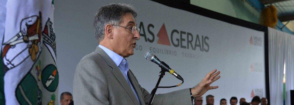 Odeputado estadual Durval Ângelo (PT), líder do governo mineiro Fernando Pimentel, apontou nulidade no recebimento do pedido de impeachment contra o chefe do executivo estadual; de acordo com o parlamentar, no ato do recebimento não houve verificação de que os princípios necessários para a denúncia estavam presentes