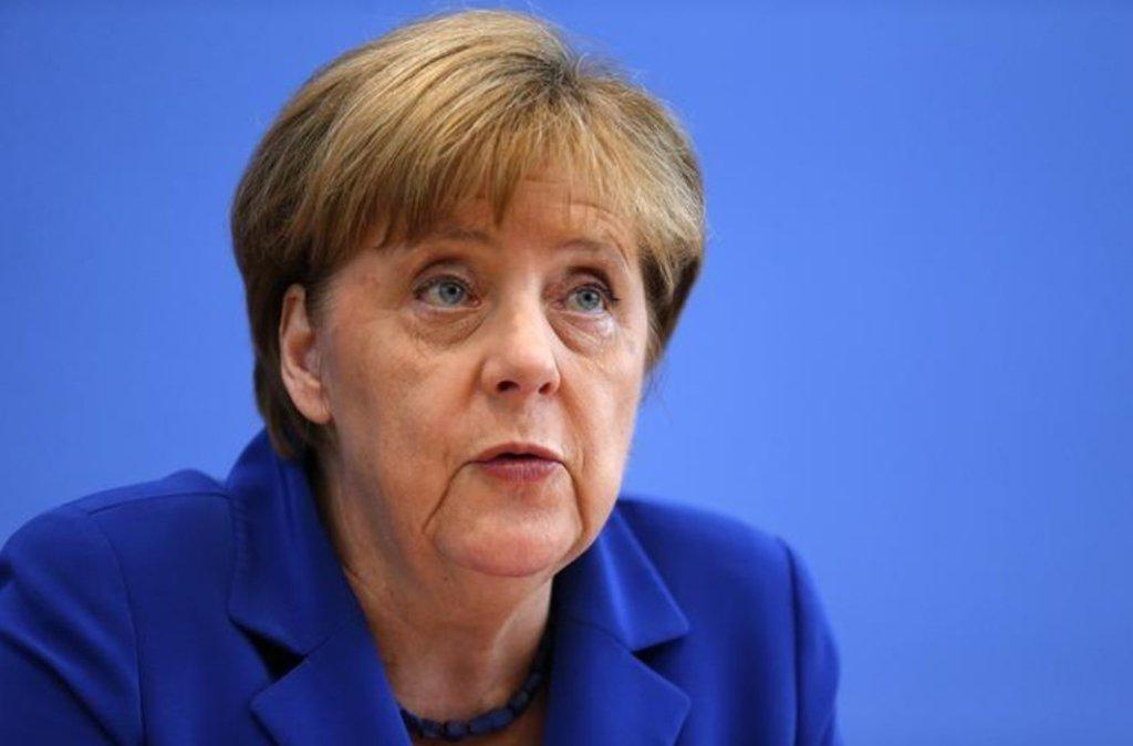 A chanceler da Alemanha, Angela Merkel, conversou com o presidente da França, Emmanuel Macron, e com a primeira-ministra do Reino Unido, Theresa May, sobre o acordo nuclear do Irã, e os três líderes ressaltaram a necessidade de os Estados Unidos permanecerem no pacto
