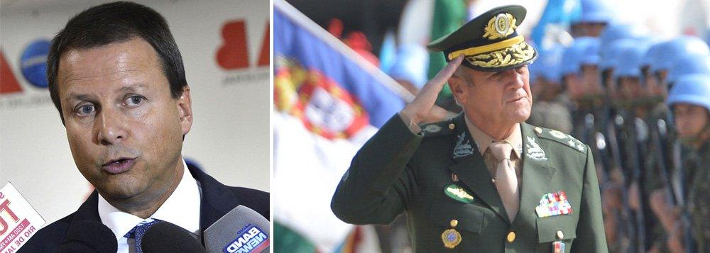 """Presidente nacional da OAB, Carlos Lamachia, criticou, em nota, a declaração do comandante do Exército, general Eduardo Villas Bôas, que afirmou que a corporação """"julga compartilhar o anseio de todos os cidadãos de bem de repúdio à impunidade e de respeito à Constituição, à paz social e à democracia"""" e que foi entendida como uma ameaça ao STF; para Lamachia, """"não existe solução para o país fora da Constituição e da democracia""""; """"Não podemos repetir os erros do passado!"""", completou; OAB, que apoiou o golpe parlamentar de 2016, tenta assumir papel de defensora da democracia me meio à crise política atual"""