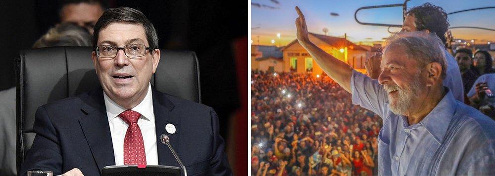 """Em pronunciamento na8ª Cúpula das Américas, realizada no Peru, ochanceler cubano, Bruno Rodríguez, fez um veemente apelo pela libertação do ex-presidente Lula, por ele considerado """"preso político""""; """"Utiliza-se a luta contra a corrupção como uma arma política; os procuradores e juízes atuam como 'partidos políticos' e se impede que os eleitores votem em candidatos com forte apoio popular, como é o caso do presidente, preso político, Luiz Inácio Lula da Silva, cuja liberdade exigimos"""""""