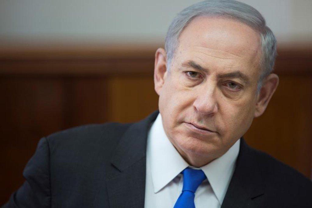 """Israel apresentou nesta segunda-feira o que disse ser evidência de que o Irã continua a reunir conhecimento nuclear depois de assinar um acordo em 2015 com as potências mundiais para conter isso, fazendo um apelo para Washington rejeitar o acordo; """"Os líderes do Irã negam repetidamente a busca por armas nucleares"""", disse Netanyahu; """"Hoje à noite eu estou aqui para dizer uma coisa: o Irã mentiu"""""""