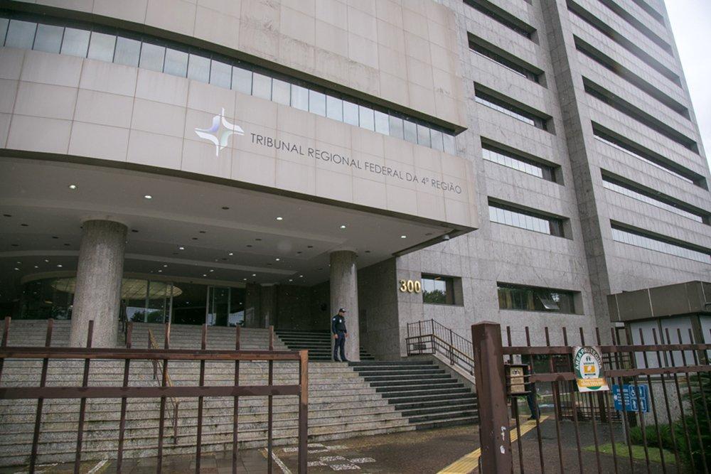 02/01/2018 - PORTO ALEGRE, RS - TRF4 Tribunal Regional Federal 4 região / julgamento / lula / parque harmonia. Foto: Guilherme Santos/Sul21