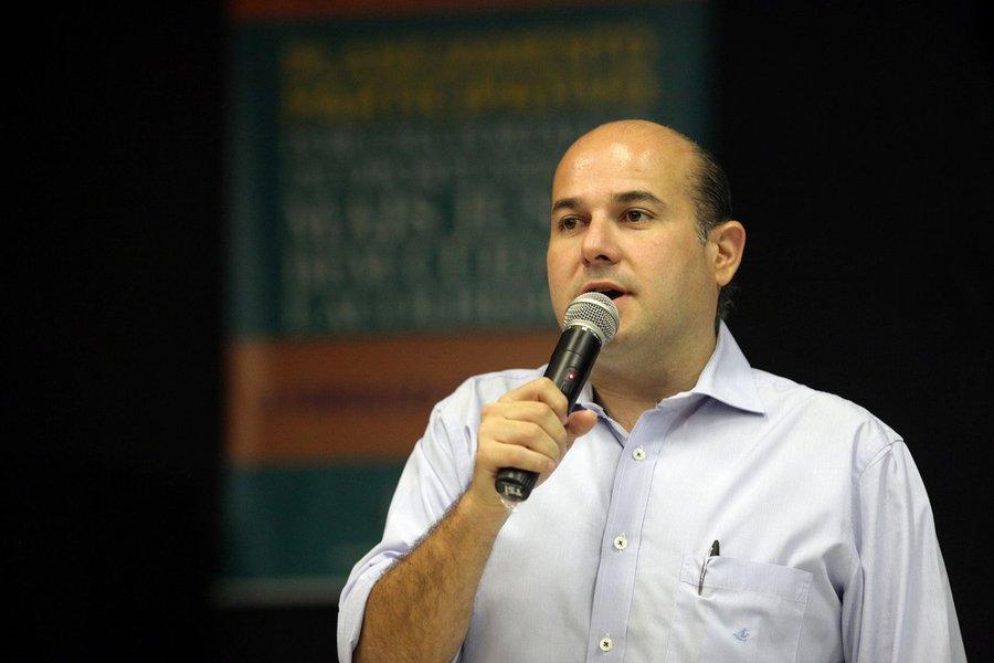 O prefeito de Fortaleza, Roberto Cláudio (PDT), embarca na próxima segunda-feira (2) para Washington, nos Estados Unidos. Entre os compromissos está uma reunião com o Banco Mundial sobre financiamentos do Programa Fortaleza Sustentável, e com o embaixador o Brasil nos EUA, Sérgio Amaral