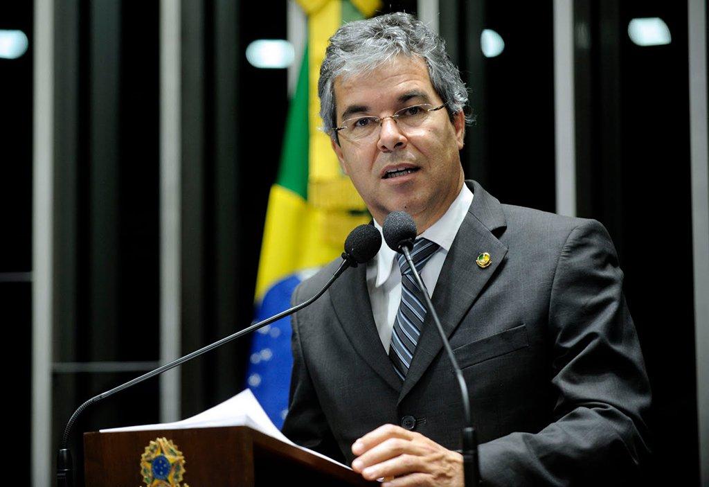 """O senador Jorge Viana (PT-AC) afirmou que os apoiadores do ex-presidente Luiz Inácio Lula da Silva estão """"muito chocados"""" com a rejeição do habeas corpus do """"cacique"""" do PT no Supremo Tribunal Federal (STF). De acordo com o parlamentar, o STF foi alvos de pressões da """"elite da sociedade""""; sobre a iminente prisão de Lula, Viana foi taxativo:""""Só nos resta um caminho: seguir lhe dando respaldo na sua luta por justiça, pelo direito de ser candidato e, tendo sucesso, venha com o espírito de Mandela para pacificar o país"""""""