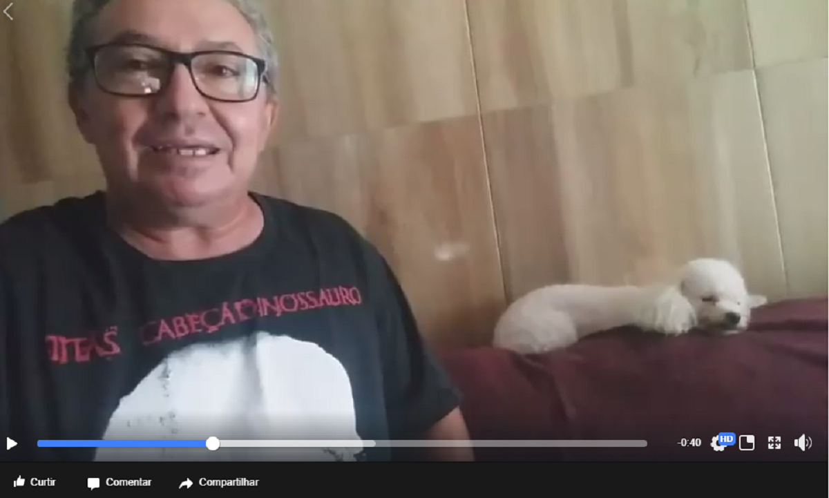 """O cearense Marcos Ribeiro, que publicou um vídeo que viralizou nas redes sociais, ironizando a campanha da Rede Globo""""Que Brasil você quer para o futuro?"""", publicou hoje (27), um novo vídeo na página do Facebook agradecendo os compartilhamentos. Na nova postagem com título """"PQ EU NÃO SOU MODINHA.APENAS GOSTO DE FAZER O OUTRO SORRIR""""ele diz que o objetivo era só fazer o povo sorrir. O novo vídeo, postado na manhã de hoje (27), já tem quase 2000 visualizações"""