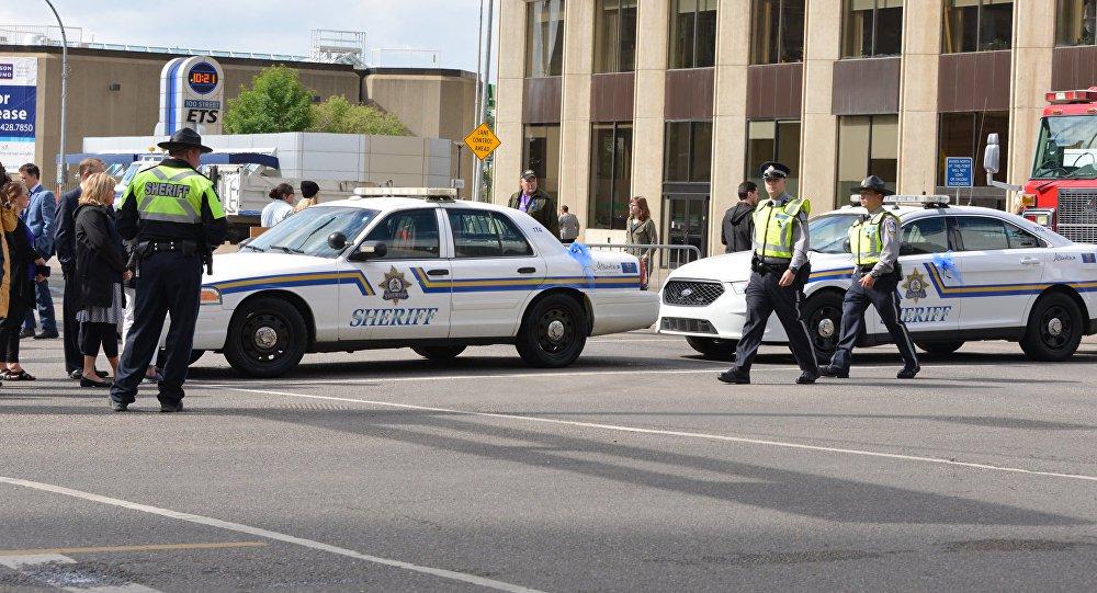 Uma van atingiu várias pessoas em um importante cruzamento na parte norte de Toronto, levando as autoridades a fechar o local na Yonge Street, disse a polícia no Twitter; polícia informou que o motorista da van estava sob custódia, sem revelar detalhes da idade, gênero ou possível motivação do incidente