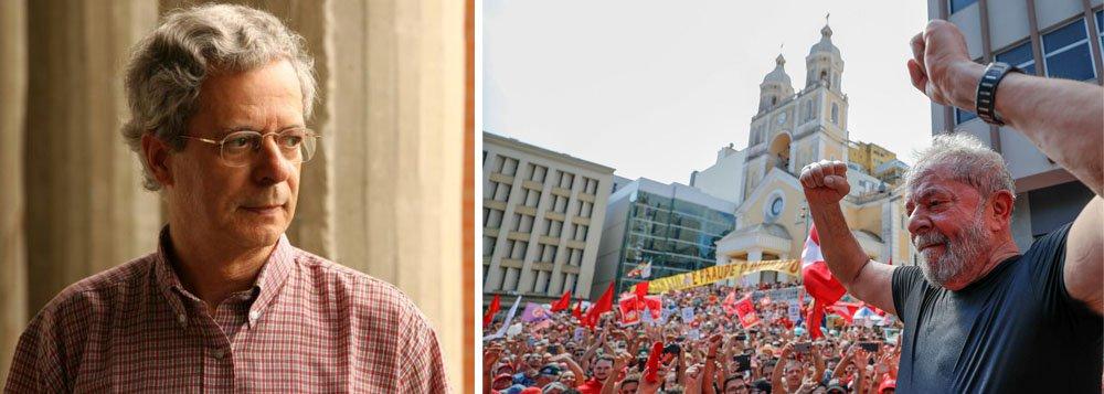 """""""Até agora não vi nenhuma prova convincente apresentada contra Lula. Como confessou um promotor da Lava Jato, 'não temos provas, apenas convicções'.Estranho que líderes de outros partidos, comprovadamente criminosos, com gravações e documentos, continuem tranquilamente exercendo seus mandatos políticos"""", disse Frei Betto"""