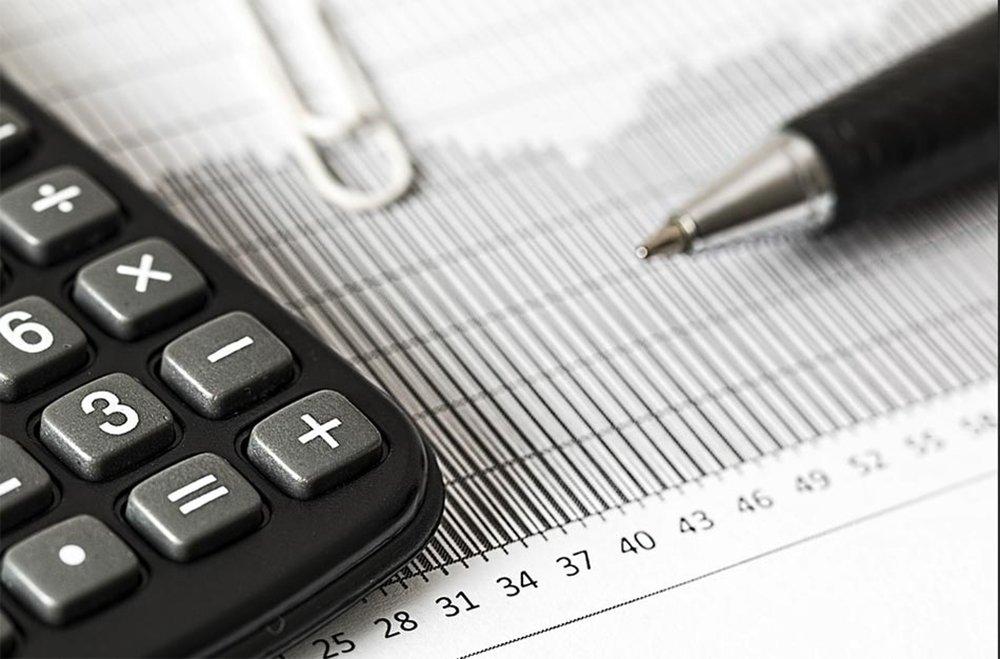 Economistas de instituições financeiras passaram a ver a Selic mais baixa ao final deste ano na sequência de indicações do Banco Central de nova redução; segundo o boletim Focus do BC, expectativa para a Selic ao final deste ano agora é de 6,25%, contra 6,5% antes; economistas também reduziram as projeções medidas pelo IPCA para 3,54%